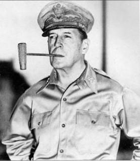 朝战美国五星上将麦克阿瑟是怎样被解职的?