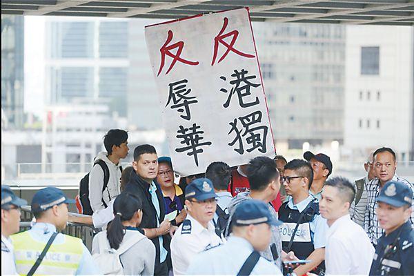 """港府代表出庭驳斥""""辱国议员"""" 香港高法宣布押后裁决"""