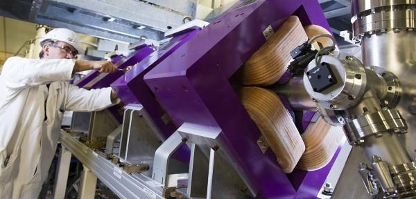 """新加速器将用于研究""""奇异""""原子核"""