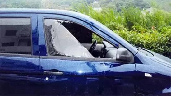 车上哪块玻璃最便宜?钥匙被锁可别砸错了