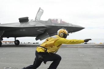 歼20亮相 美军拿出F-35压压惊