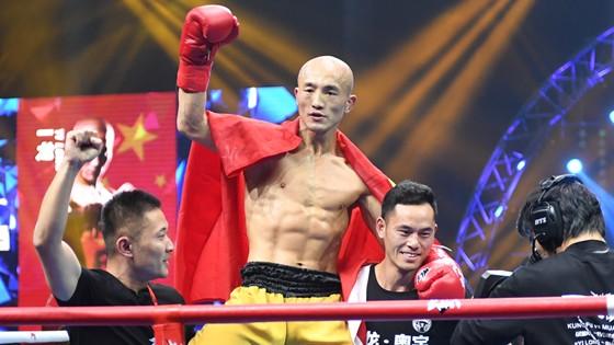 一龙胜播求引争议 泰拳王赛后痛哭质疑比赛