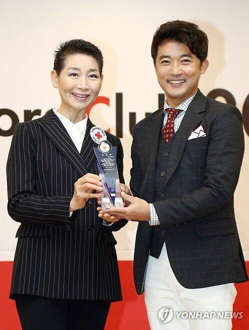 安在旭做慈善 任大韩红十字会形象大使