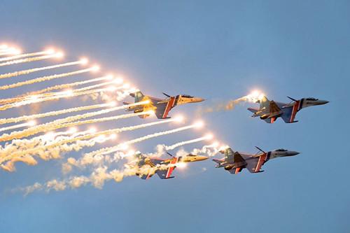 雾霾天准确降落!揭秘战斗民族的飞行员怎样炼成