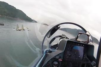 越南公开苏30攻击岛礁画面