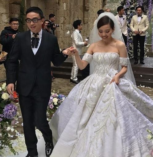张靓颖婚礼超梦幻,刘亦菲全程抢镜美翻了