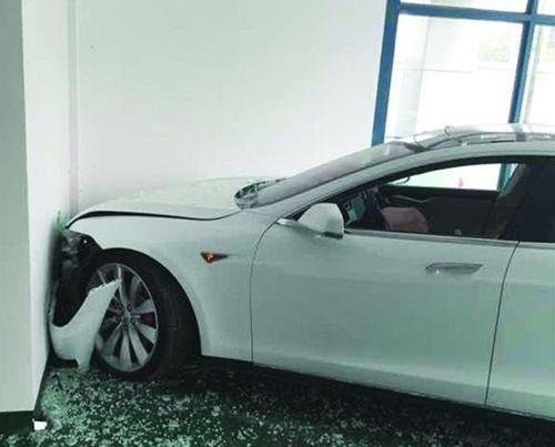汽车刹车失灵 可能与车主不当操作有关