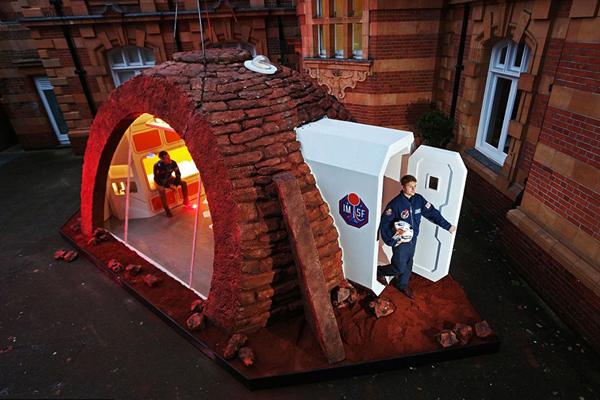 """创意!伦敦皇家天文台展出""""火星之屋"""""""