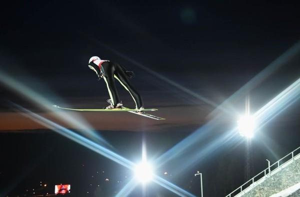 滑雪场5年激增298座 冰雪运动在中国狂飙猛进