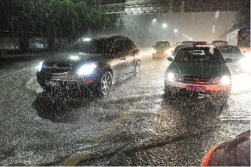双闪灯不是那么用的!90%的车主都用错了