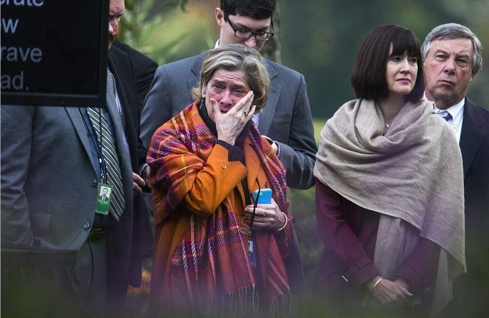 环球网:要失业了!白宫员工含泪聆听奥巴马演讲