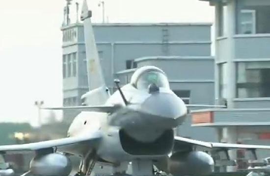 中国空军歼10B训练画面曝光