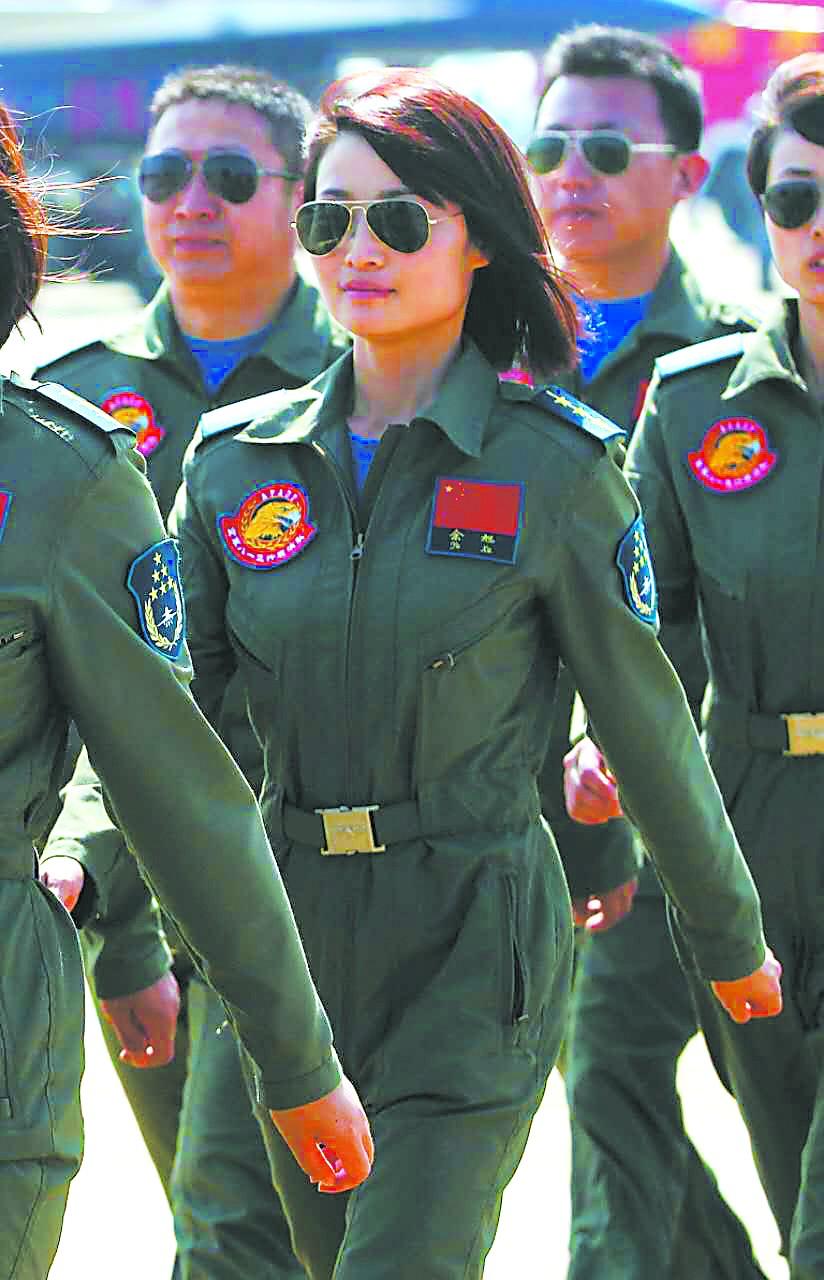 """歼10女飞行员牺牲引关注 现在""""反思""""过于草率"""