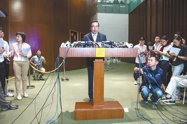 """香港取消辱国议员资格 """"港独""""势力遭当头棒喝"""