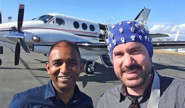 不需要任何飞行经验 男子成功用意念开飞机