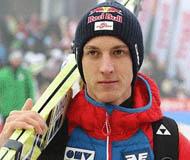 滑雪名将膝盖重伤休息十个月 拒绝退役将回赛场