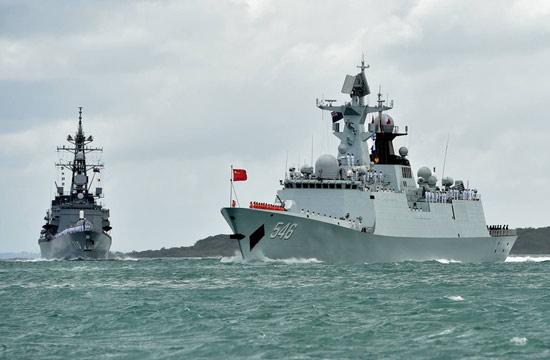 中日两款主力军舰一同出镜