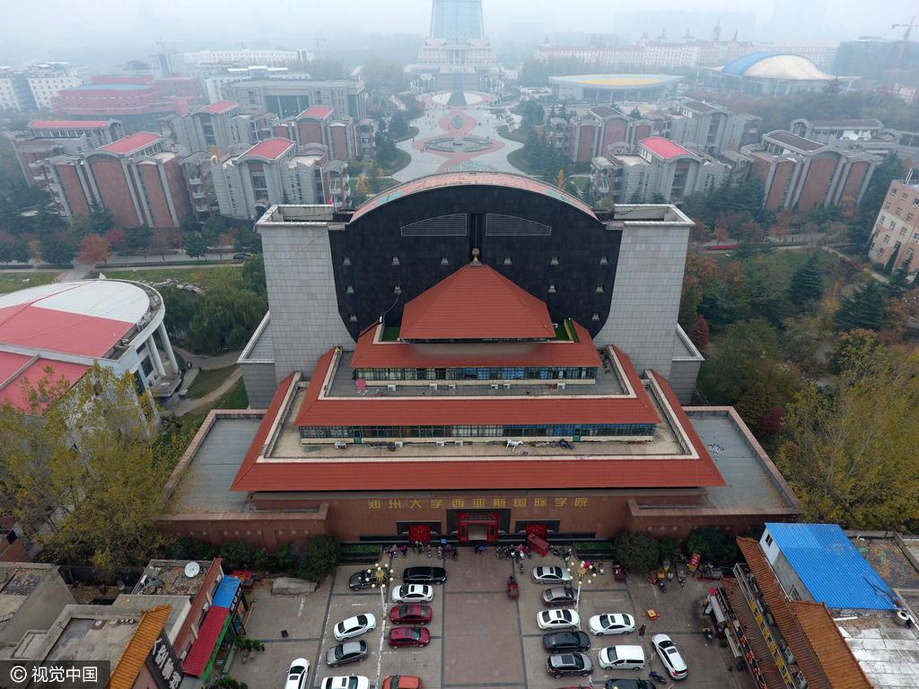 """2016年11月17日,河南郑州,郑州大学西亚斯国际学院,一栋名为""""华盛顿"""