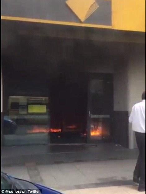 澳大利亚一男子在银行点火自焚 致至少27伤