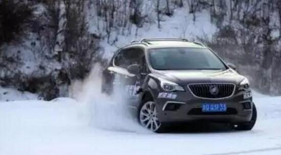 下雪天行车小技巧 这样开车又快又稳又安全