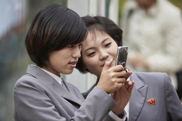 朝鲜新兴阶层 手握智能机出入高档场所