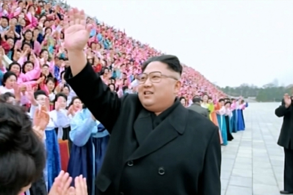 金正恩会见朝鲜民主女性同盟第六次代表大会参会者