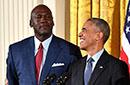 乔丹获颁总统自由勋章 奥巴马:他不止是个表情包