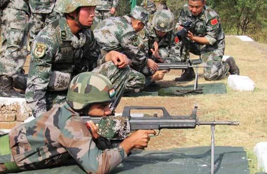 解放军手把手教印军用95步枪
