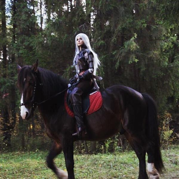 俄美女COS《巫师3》女白狼:不脱不露颜值满分