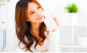 日媒揭秘白开水之妙用 暖身体又美容保健
