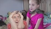 【萝莉说趣事】萝莉与30条蛇同吃住