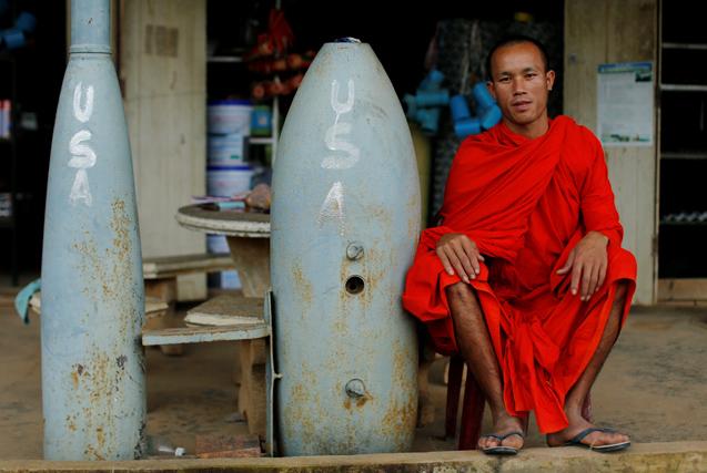 """越战遗祸:老挝随处可见的""""致命炸弹"""""""
