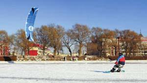 体验风筝滑雪带来的乐趣