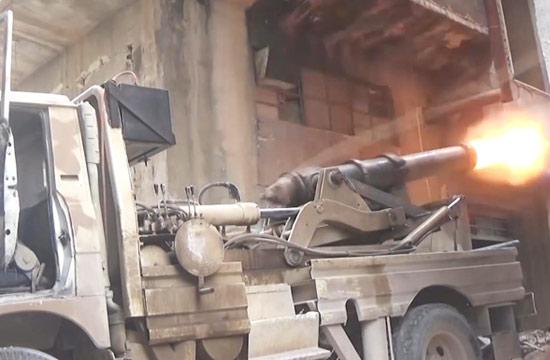 19世纪古董火炮现身叙战场