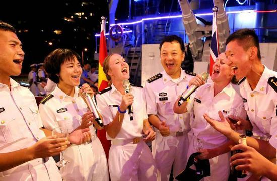 中国海军在悉尼与澳军一展歌喉