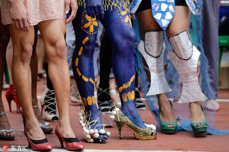 菲律宾举办高跟鞋赛跑 男子踩小细跟健步如飞