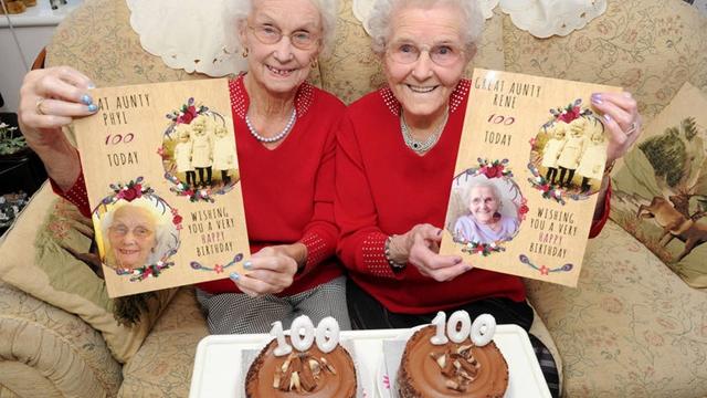 双胞胎姐妹庆祝百岁生日英女王亲自写贺卡祝贺