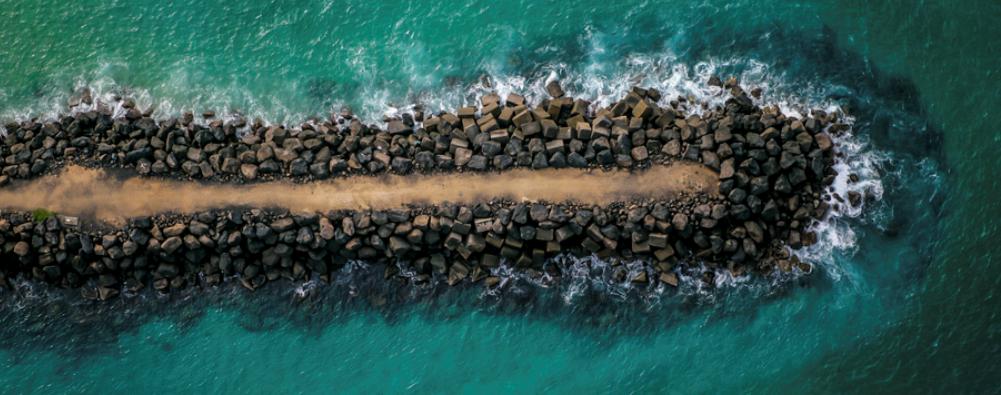 航拍澳大利亚墨尔本城市上空图