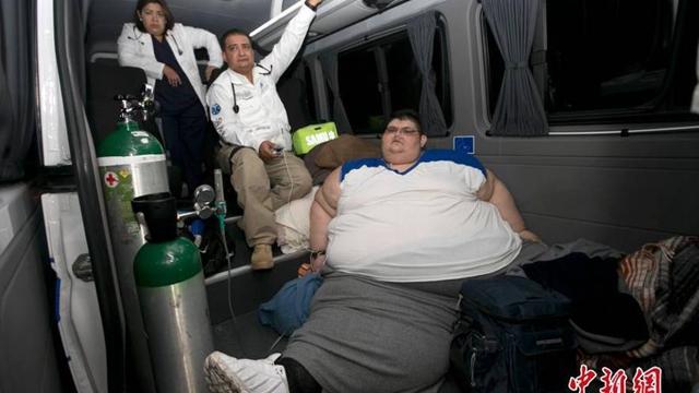 世界最胖男子1180斤被送医减重 称重用工业秤