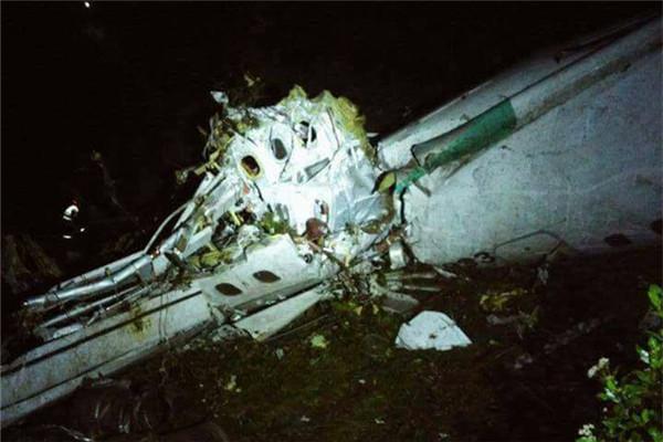 巴西一载有足球运动员飞机坠毁现场