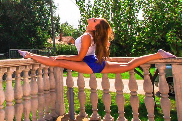 瑞典美女飞行员晒性感瑜伽照大获追捧