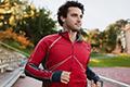 跑步时能不能戴耳机?振奋精神or增添事故风险
