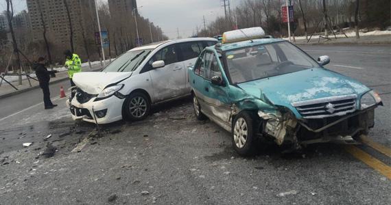 开车遭遇交通事故别犯懵 这时自拍最管用