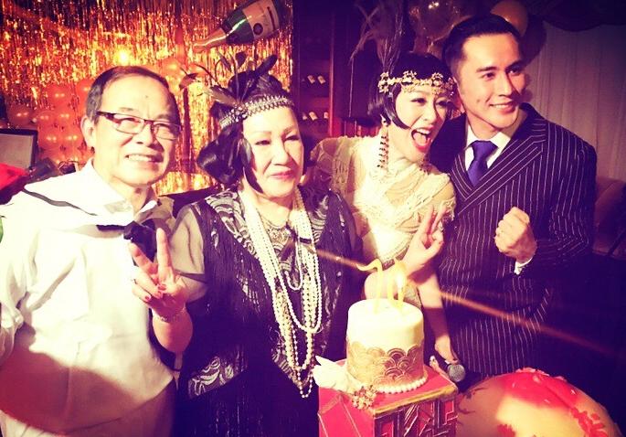 钟丽缇为妈妈庆70岁生日 变复古名伶超性感