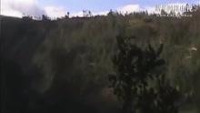 男子野外发现人形神秘物体立于悬崖 近看吓坏了