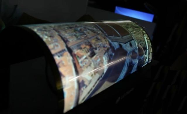 新型柔性OLED屏问世 能像衣服似的穿身上