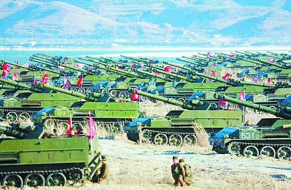 """朝鲜进行""""夷平首尔""""演习 金正恩指导炮兵射击"""