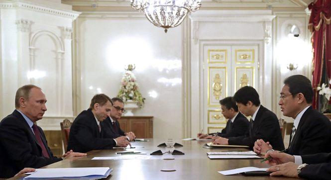 俄总统普京会见日本外相 就争议岛屿展开会谈