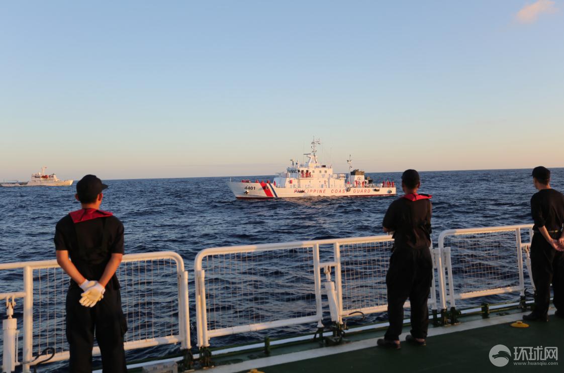 中国海警讲述抢救菲渔民:顶十四级台风救人