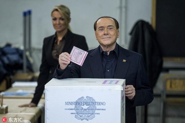 意大利宪法改革公投举行 贝卢斯科尼罗马美女市长现身投票